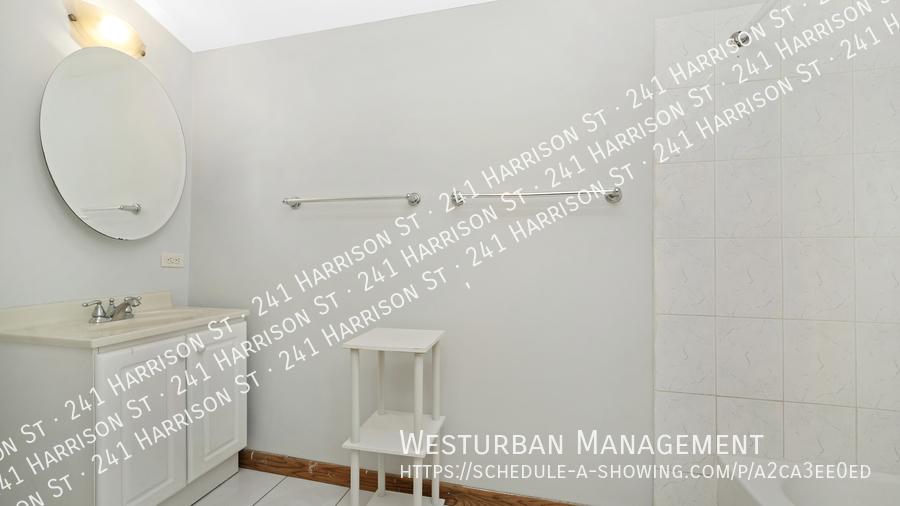 010 hdr 2masterbathroom1