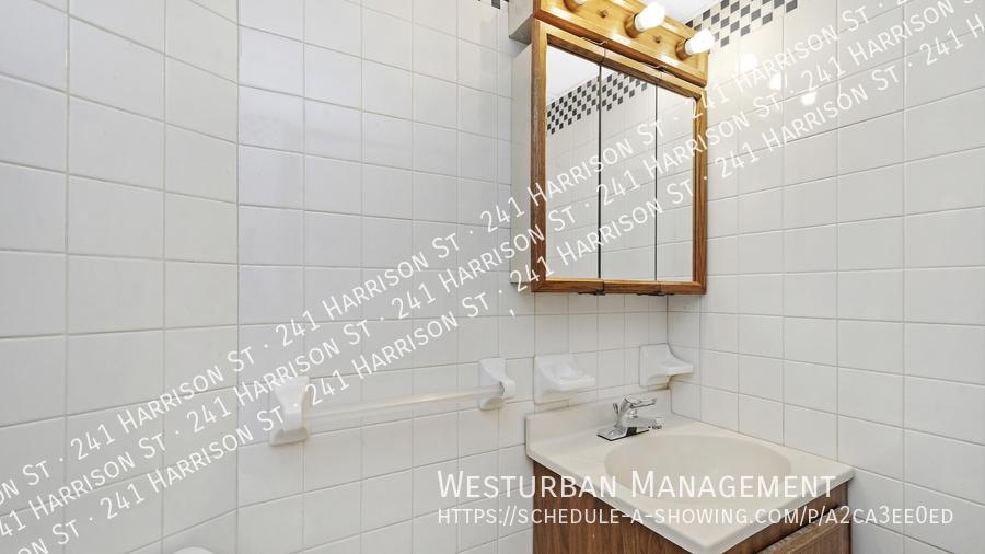 013 hdr 0bathroom1