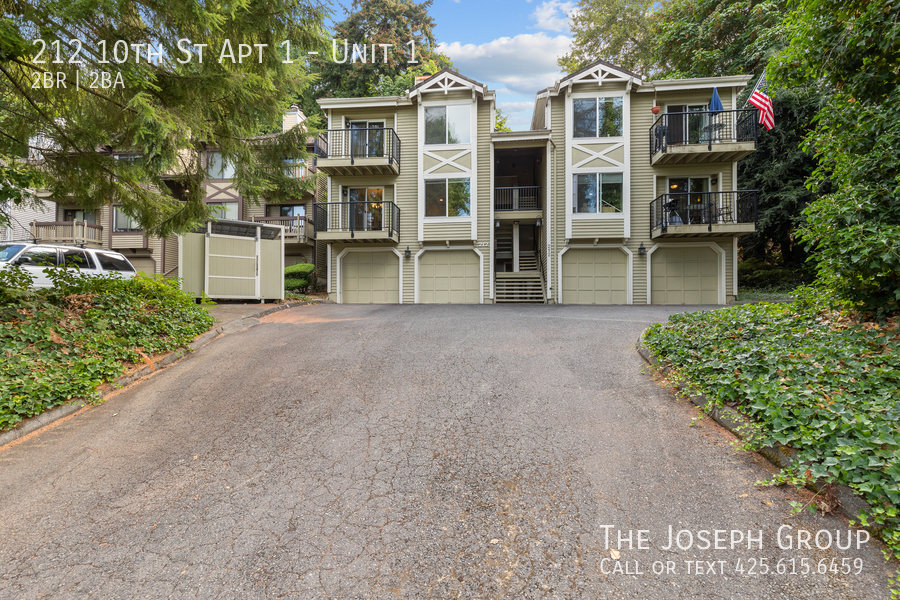 You will not find a more desirable unit in Kirkland!
