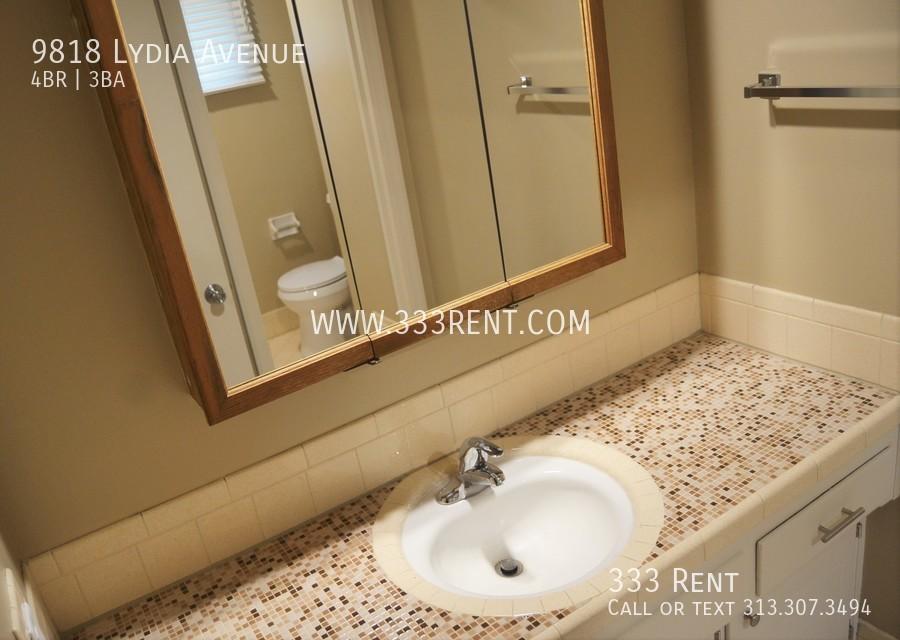 9main bath view 1