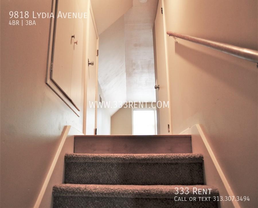 11stairway to bedroom 4