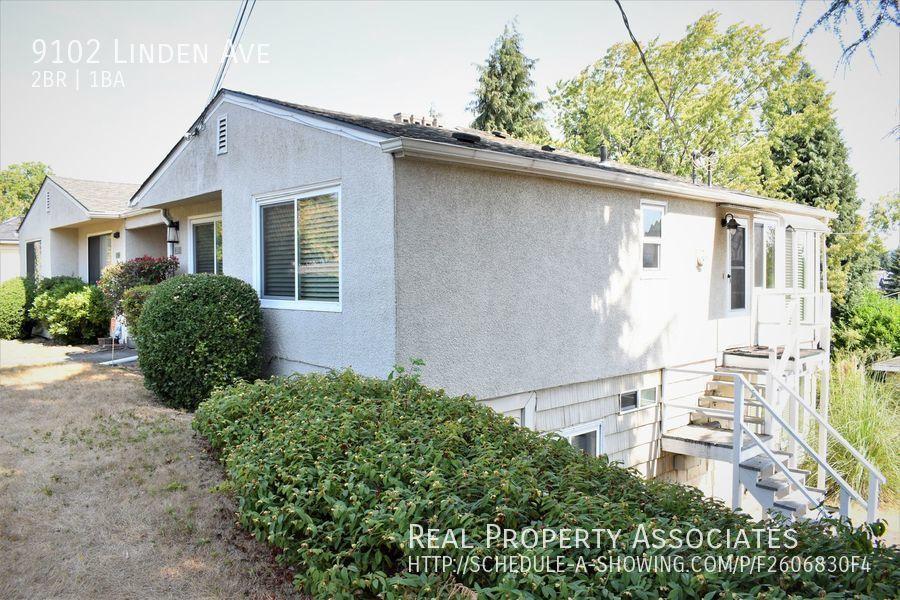 9102 Linden Ave, Seattle WA 98103 - Photo 2