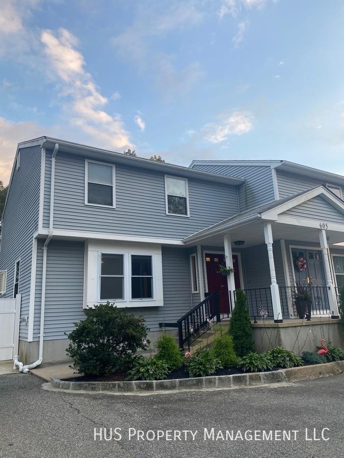 Townhouse for Rent in Warren