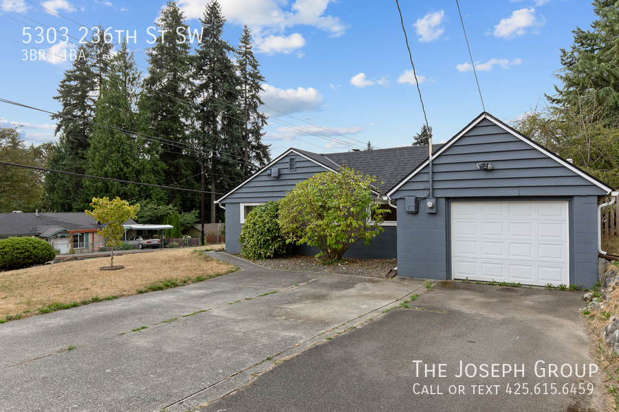 Beautifully updated 3bed/1ba in Mountlake Terrace! This sun-filled hom - Photo 1