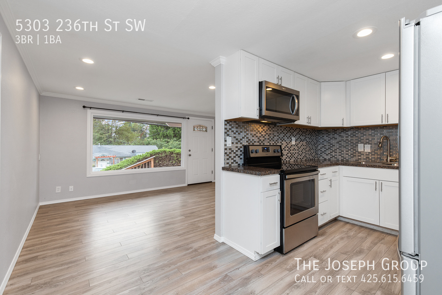 Beautifully updated 3bed/1ba in Mountlake Terrace! This sun-filled hom - Photo 8