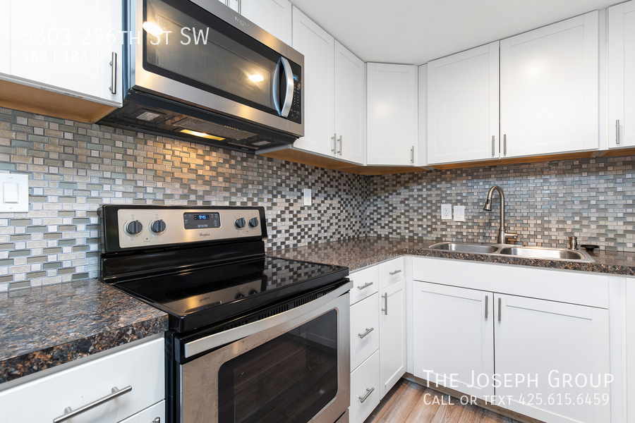 Beautifully updated 3bed/1ba in Mountlake Terrace! This sun-filled hom - Photo 10