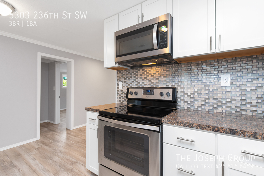 Beautifully updated 3bed/1ba in Mountlake Terrace! This sun-filled hom - Photo 13