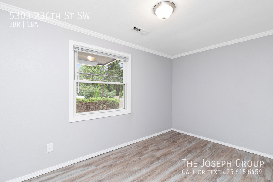 Beautifully updated 3bed/1ba in Mountlake Terrace! This sun-filled hom - Photo 14