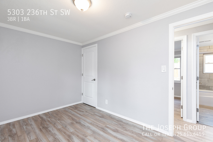 Beautifully updated 3bed/1ba in Mountlake Terrace! This sun-filled hom - Photo 15