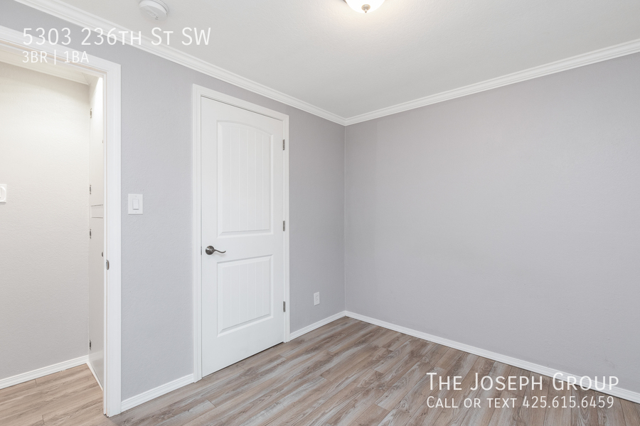Beautifully updated 3bed/1ba in Mountlake Terrace! This sun-filled hom - Photo 19