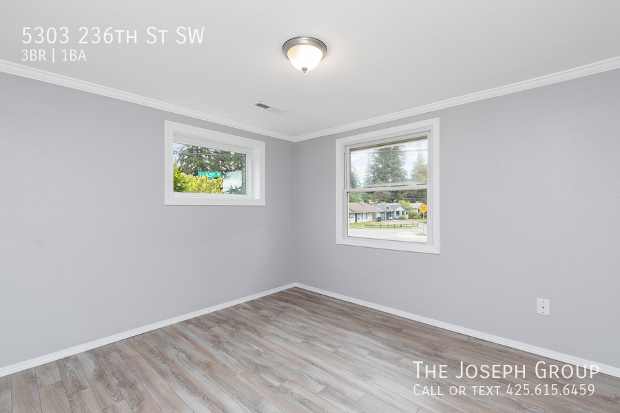 Beautifully updated 3bed/1ba in Mountlake Terrace! This sun-filled hom - Photo 23