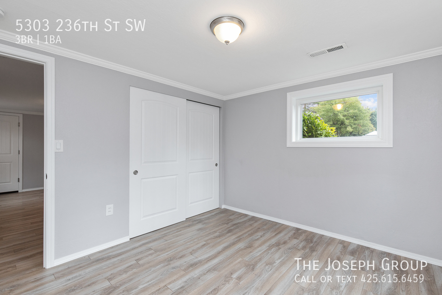 Beautifully updated 3bed/1ba in Mountlake Terrace! This sun-filled hom - Photo 24