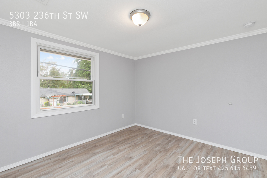 Beautifully updated 3bed/1ba in Mountlake Terrace! This sun-filled hom - Photo 26