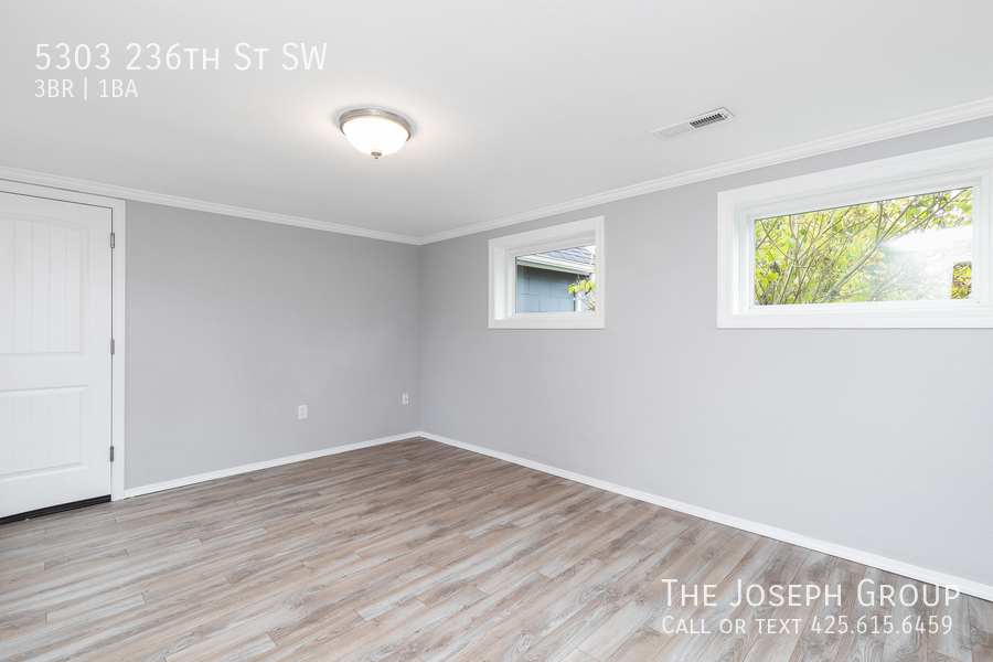 Beautifully updated 3bed/1ba in Mountlake Terrace! This sun-filled hom - Photo 27