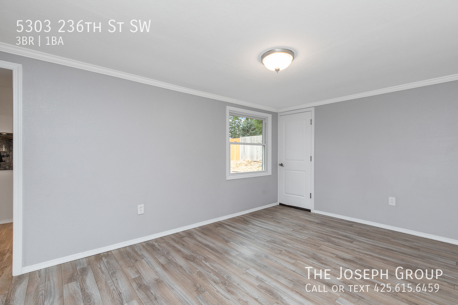 Beautifully updated 3bed/1ba in Mountlake Terrace! This sun-filled hom - Photo 28