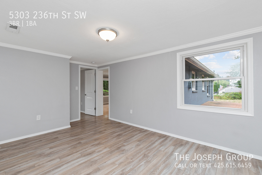 Beautifully updated 3bed/1ba in Mountlake Terrace! This sun-filled hom - Photo 29