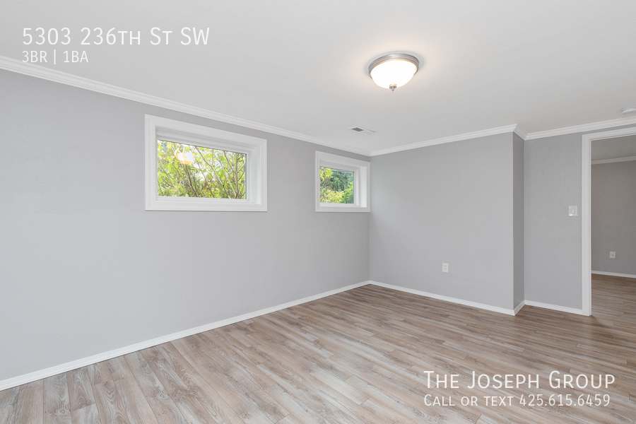 Beautifully updated 3bed/1ba in Mountlake Terrace! This sun-filled hom - Photo 30