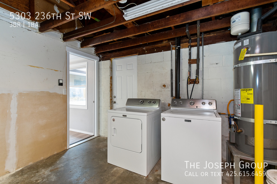 Beautifully updated 3bed/1ba in Mountlake Terrace! This sun-filled hom - Photo 31