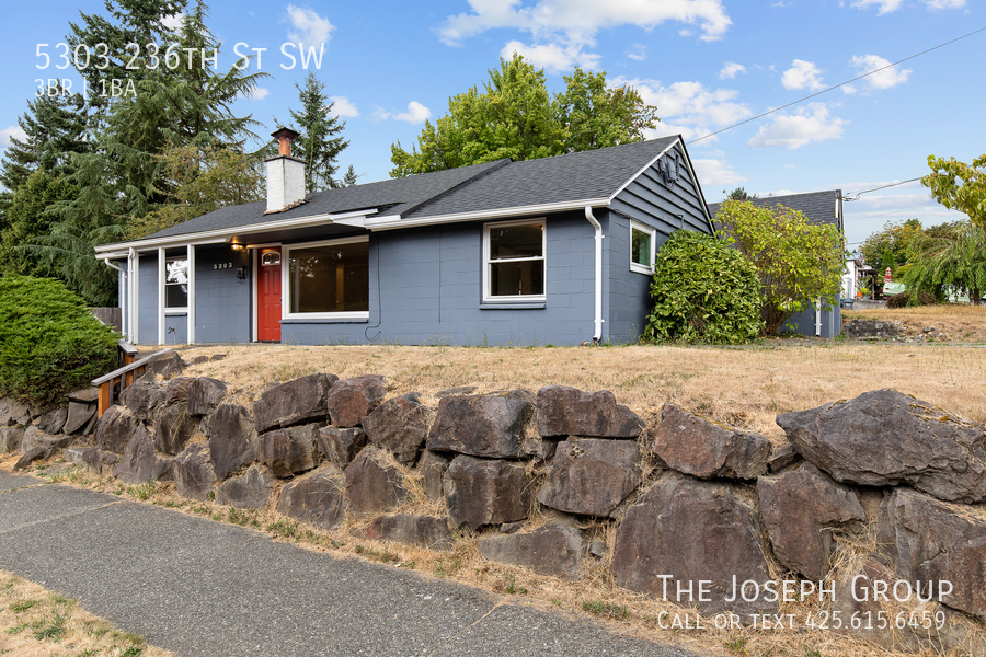 Beautifully updated 3bed/1ba in Mountlake Terrace! This sun-filled hom - Photo 33