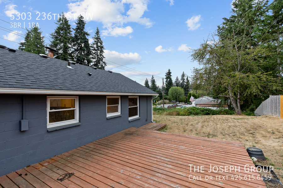 Beautifully updated 3bed/1ba in Mountlake Terrace! This sun-filled hom - Photo 34