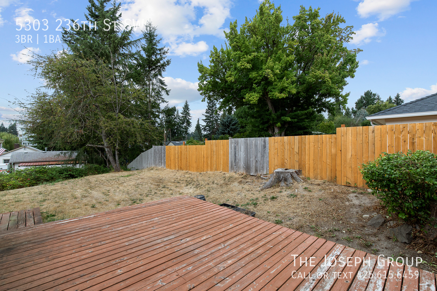 Beautifully updated 3bed/1ba in Mountlake Terrace! This sun-filled hom - Photo 35