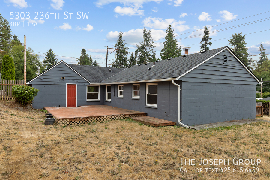 Beautifully updated 3bed/1ba in Mountlake Terrace! This sun-filled hom - Photo 36