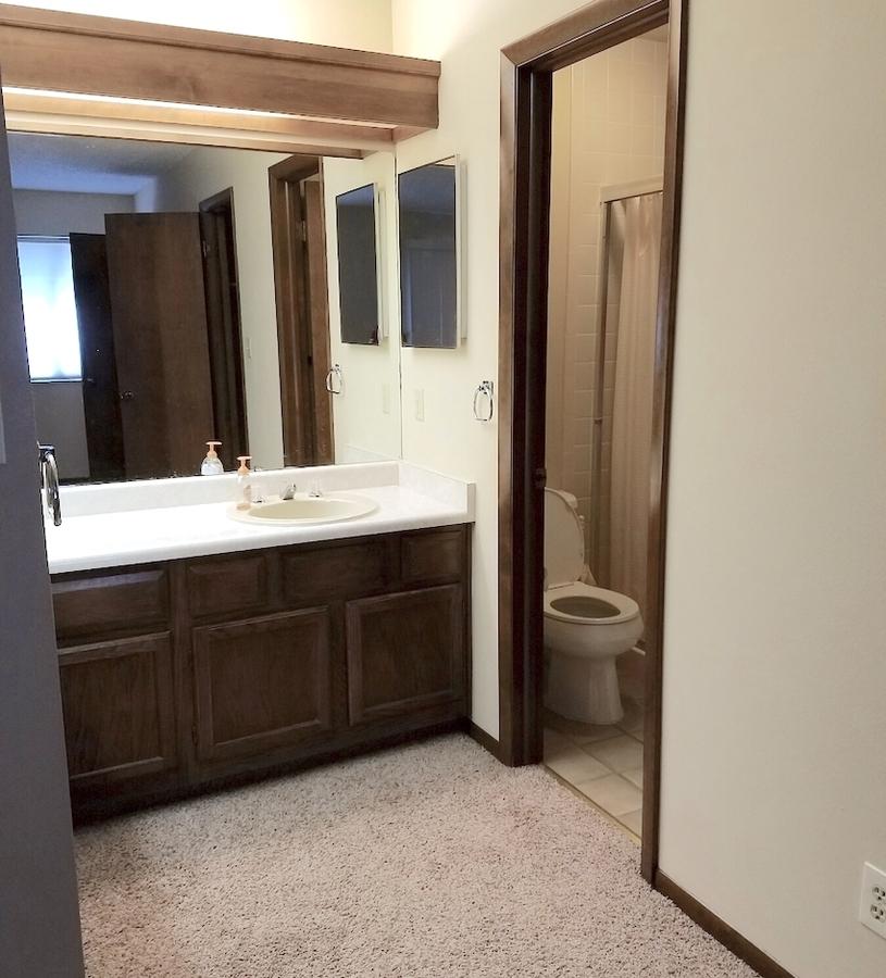 27712151 bathroom 1