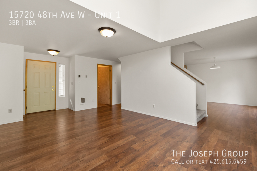 Open and bright 3 bed/2.5 bath in Edmonds! - Photo 3