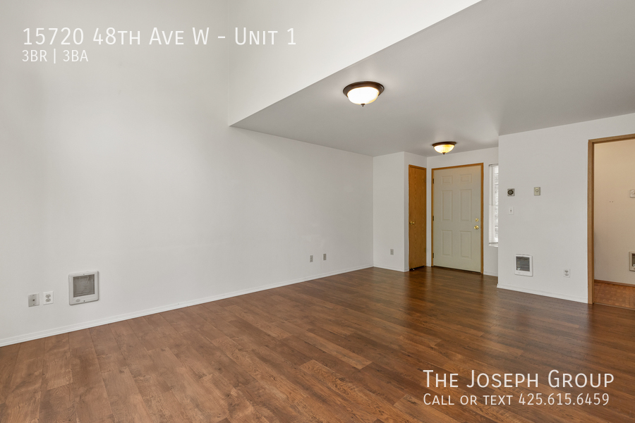 Open and bright 3 bed/2.5 bath in Edmonds! - Photo 4