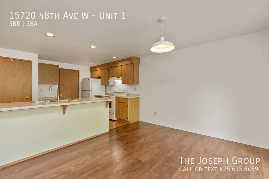Open and bright 3 bed/2.5 bath in Edmonds! - Photo 5