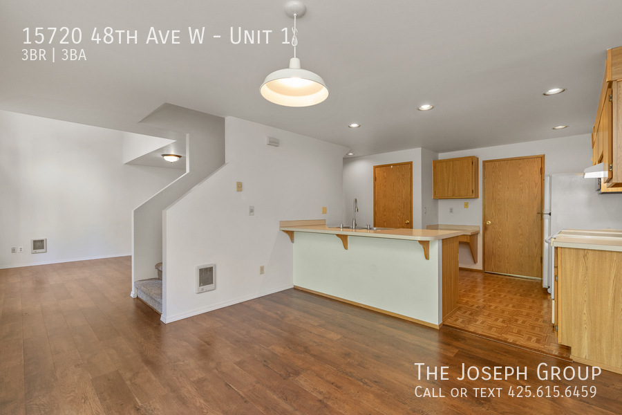 Open and bright 3 bed/2.5 bath in Edmonds! - Photo 6