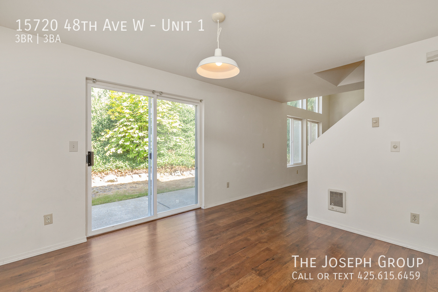 Open and bright 3 bed/2.5 bath in Edmonds! - Photo 7