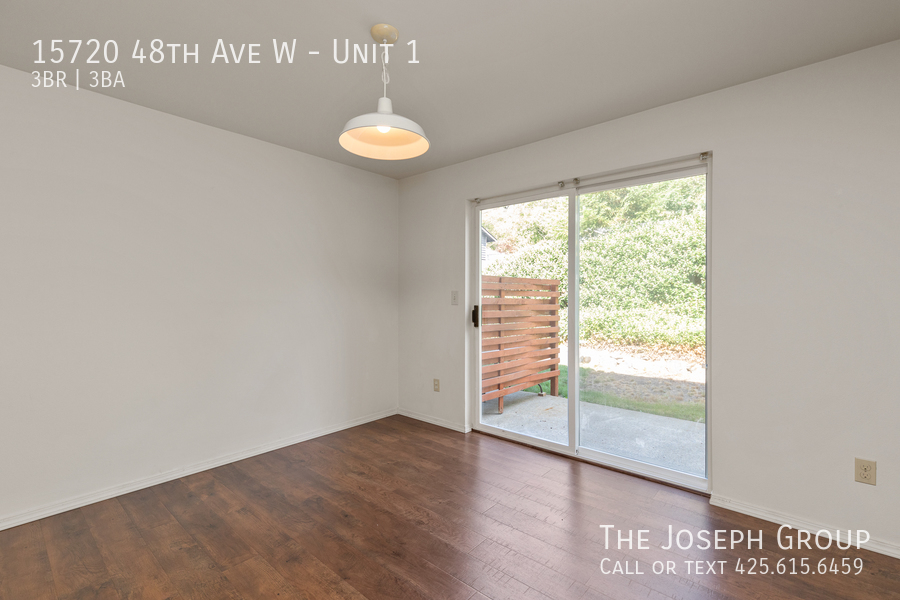 Open and bright 3 bed/2.5 bath in Edmonds! - Photo 8