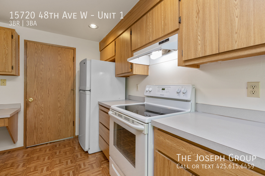 Open and bright 3 bed/2.5 bath in Edmonds! - Photo 10