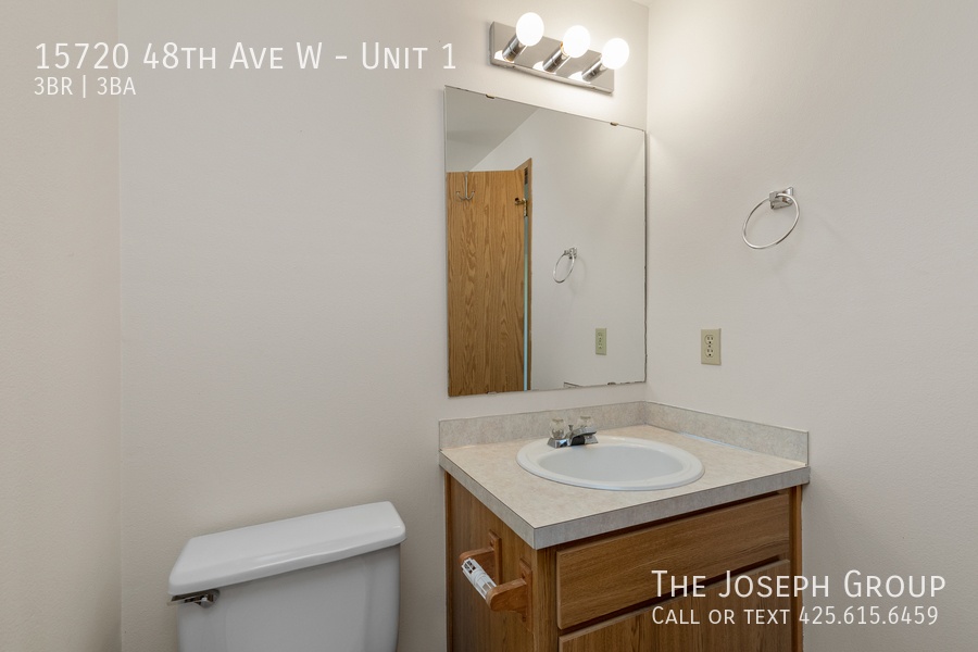 Open and bright 3 bed/2.5 bath in Edmonds! - Photo 15