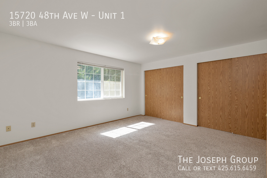 Open and bright 3 bed/2.5 bath in Edmonds! - Photo 16