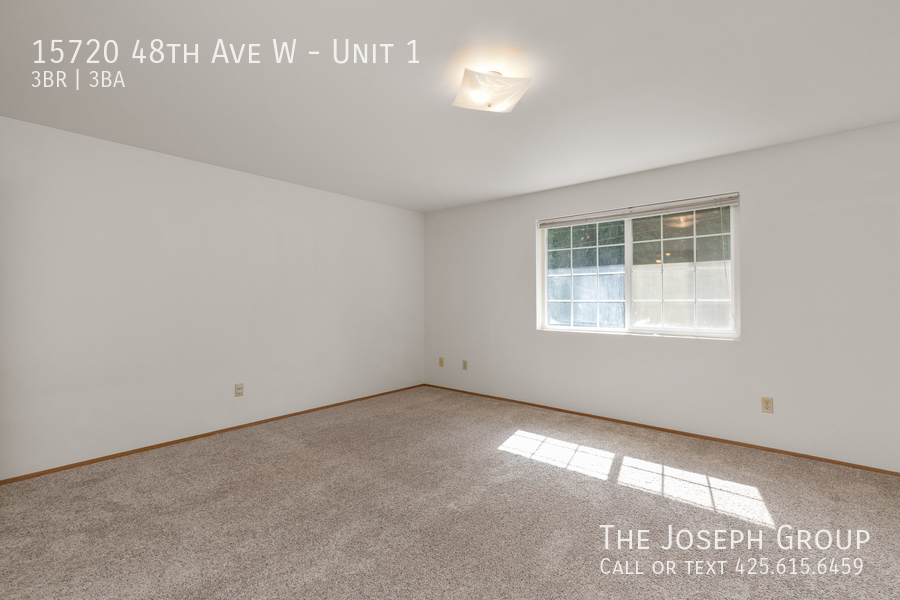 Open and bright 3 bed/2.5 bath in Edmonds! - Photo 17
