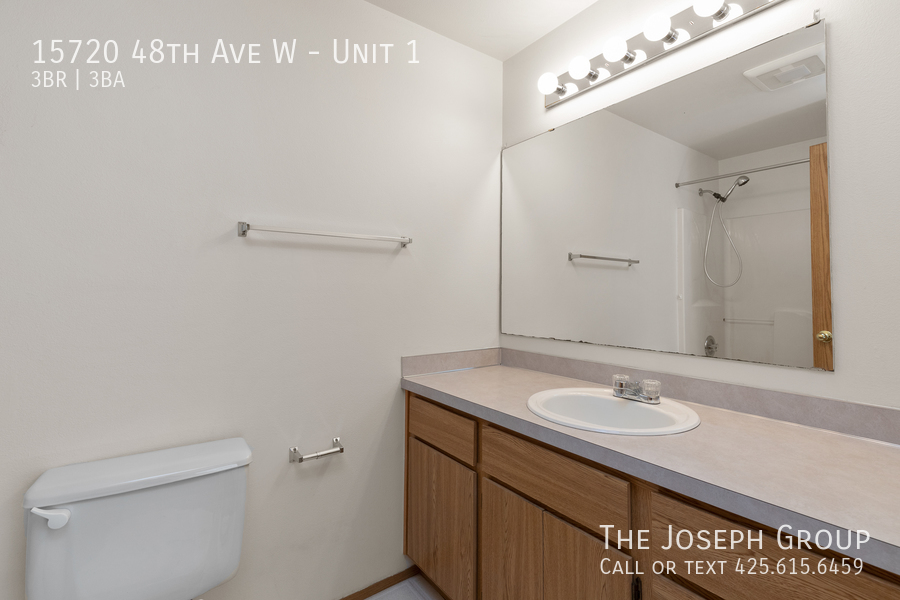Open and bright 3 bed/2.5 bath in Edmonds! - Photo 20