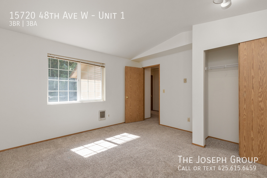 Open and bright 3 bed/2.5 bath in Edmonds! - Photo 23