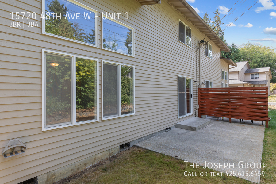 Open and bright 3 bed/2.5 bath in Edmonds! - Photo 33