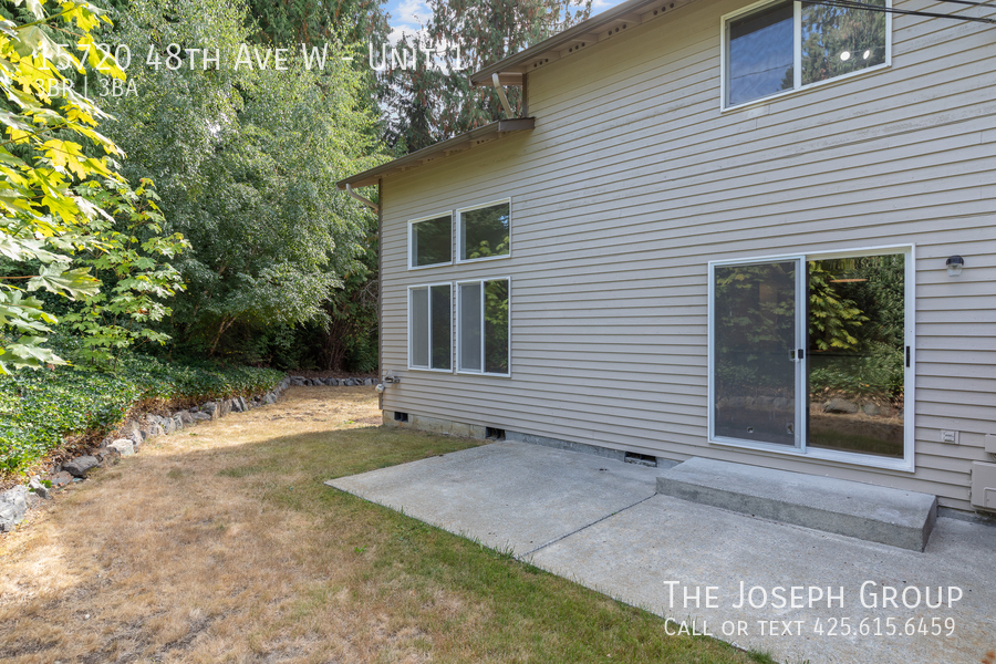 Open and bright 3 bed/2.5 bath in Edmonds! - Photo 34
