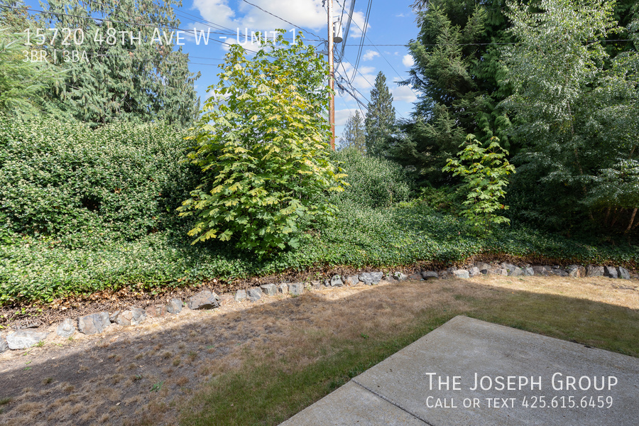 Open and bright 3 bed/2.5 bath in Edmonds! - Photo 35