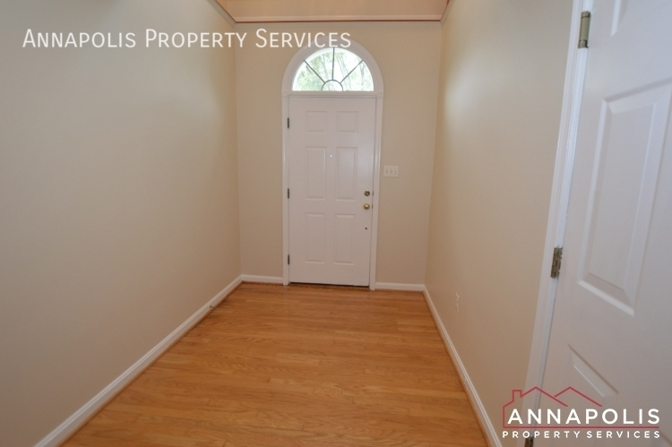 909 arkblack terrace id1205 front hallway