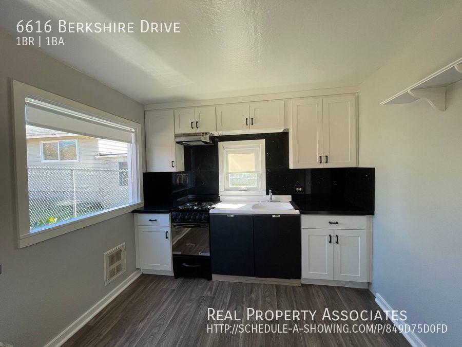6616 Berkshire Drive, Everett WA 98203 - Photo 2