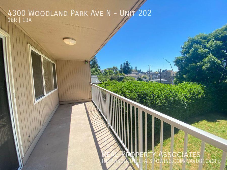 4300 Woodland Park Ave N, Unit 202, Seattle WA 98103 Photo