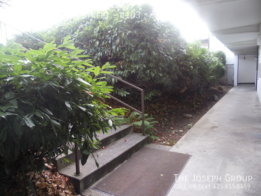 (K585) 1 Bedroom Apartment with Water View in Downtown Oak Harbor! - Photo 3