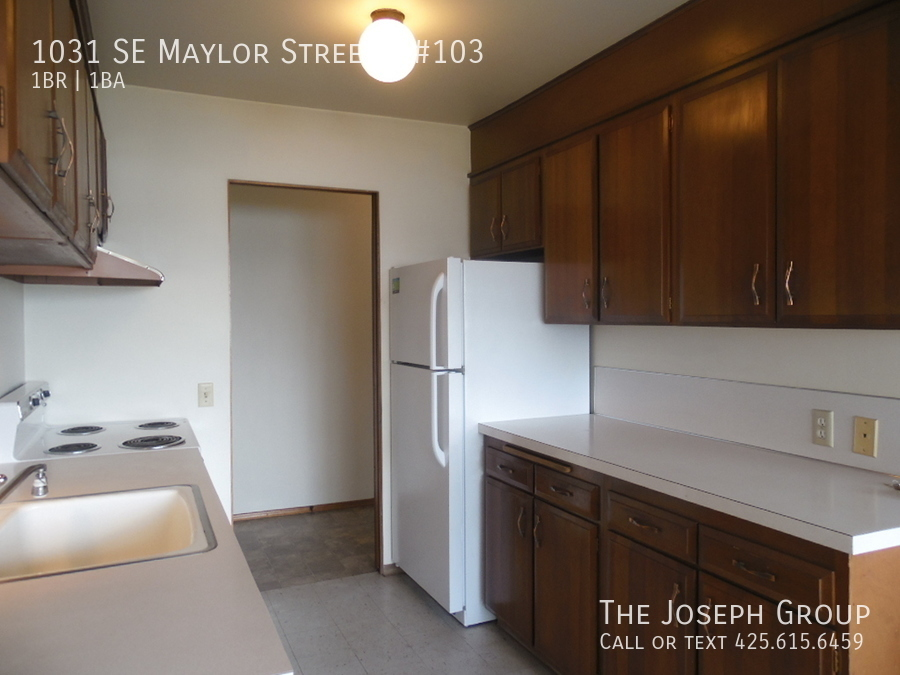 (K585) 1 Bedroom Apartment with Water View in Downtown Oak Harbor! - Photo 5