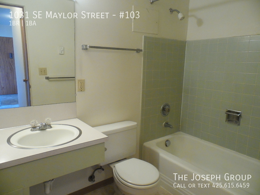 (K585) 1 Bedroom Apartment with Water View in Downtown Oak Harbor! - Photo 14