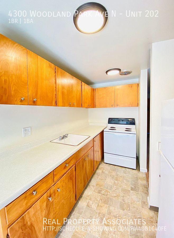 4300 Woodland Park Ave N, Unit 202, Seattle WA 98103 - Photo 11