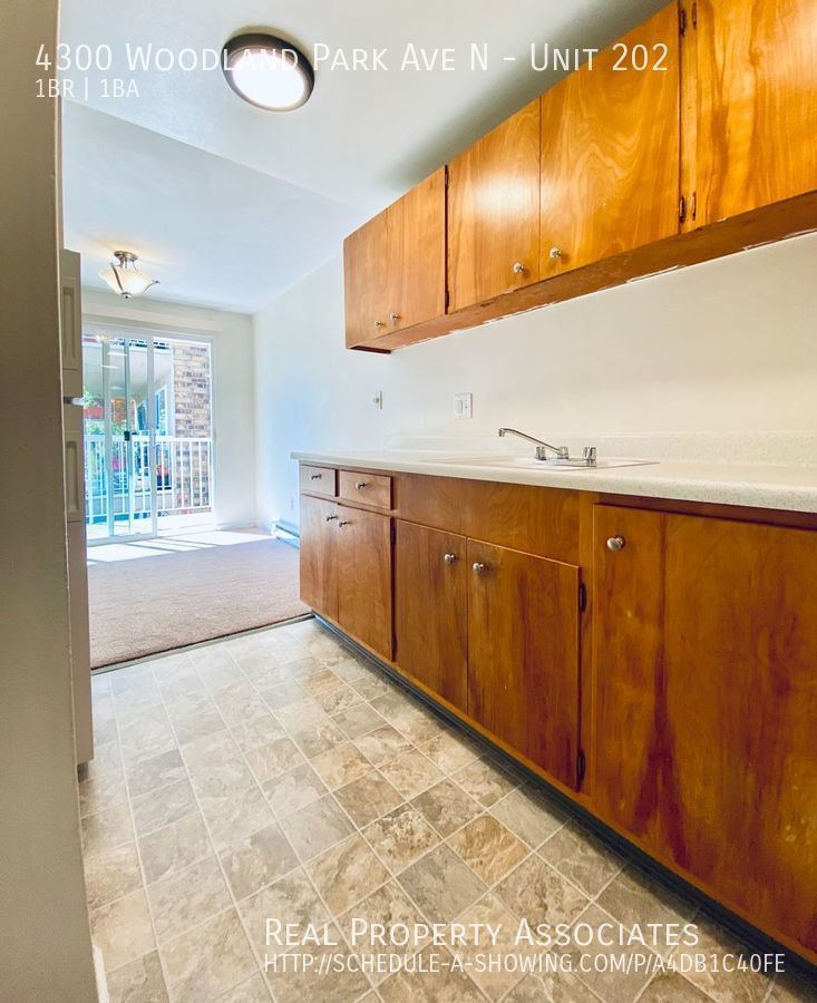4300 Woodland Park Ave N, Unit 202, Seattle WA 98103 - Photo 12
